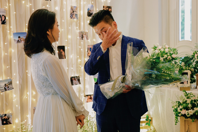 Bạn trai của Liêu Hà Trinh bật khóc khi cầu hôn cô.