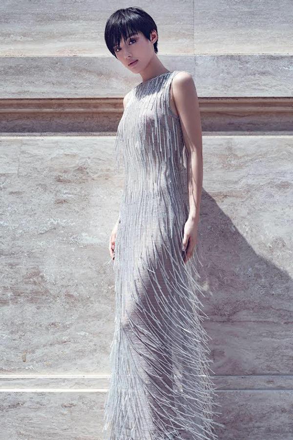 Khánh Linh The Face diện váy tua rua kết cấu độc đáo - một trong những mẫu trang phục  thu hút nhất trong bộ sưu tập Before Sunset.