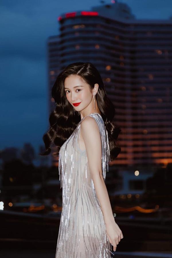 Nhiều mẫu váy áo ánh kim, bắt sáng của Hà Nhật Tiến liên tục được Jun Vũ chọn lựa khi tham gia các sự kiện.