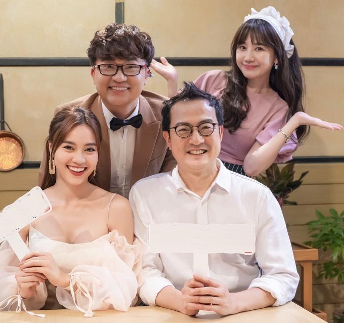 Trong Quán ăn hạnh phúc, Đai Nghĩa và Hari Won (hàng trên) đảm nhận vai trò dẫn dắt, khai thác câu chuyện từ nghệ sĩ. Đầu bếp Lee Wook Jung (phải, hàng dưới) trực tiếp lắng nghe và thực hiện món ăn dựa theo chia sẻ của khách mời.