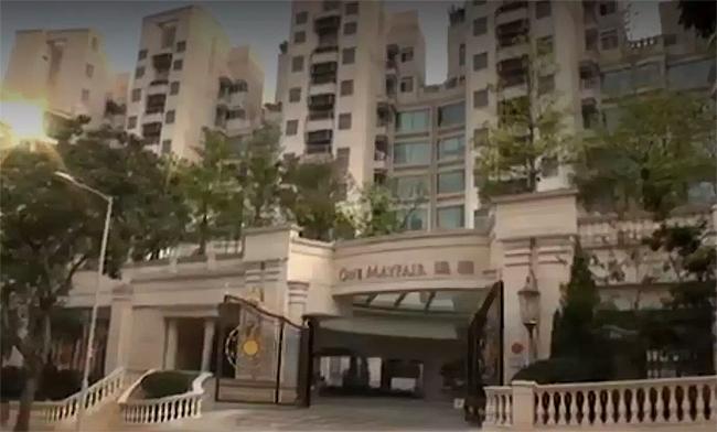 căn hộ áp mái thuộc khu chung cư cao cấp dành cho giới nhà giàu của Hong Kong thuộc khu Kowloon City, diện tích cả nghìn m2, bao gồm bể bơi ngoài trời, view hướng ra toàn thành phố, khung cảnh rất đẹp.