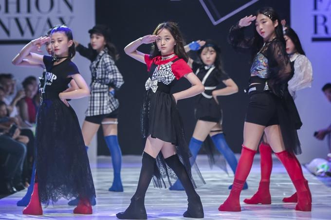 Kipop của nhà thiết kế đến từ Hàn Quốc lấy ý tưởng từ những ngôi sao Kpop nổi tiếng, được cách điệu
