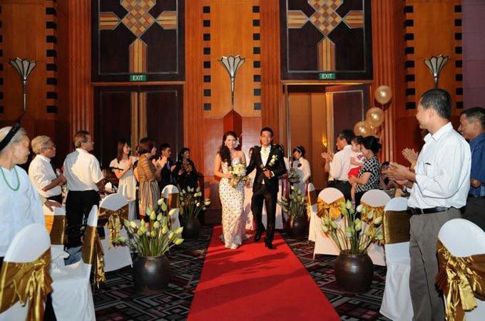 Các chum hoa sen được đặt mua từ Bát Tràng trong đám cưới của Thảo Hương.
