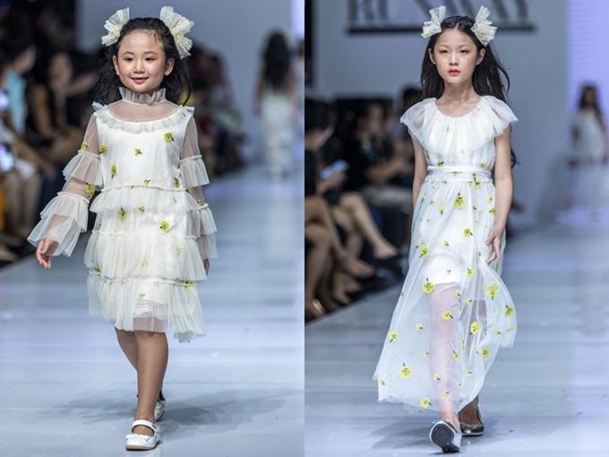 Bộ sưu tập Noelle của nhà thiết kế Wenney đến từ Thương Hải tôn lên nét duyên dáng của bé gái qua trang phục lụa,