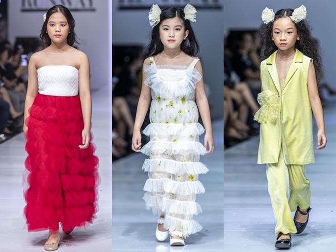 Bộ sưu tập Noelle của nhà thiết kế Wenney đến từ Thương Hải tôn lên nét duyên dáng của bé gái qua trang phục lụa, lưới xuyên thấu.