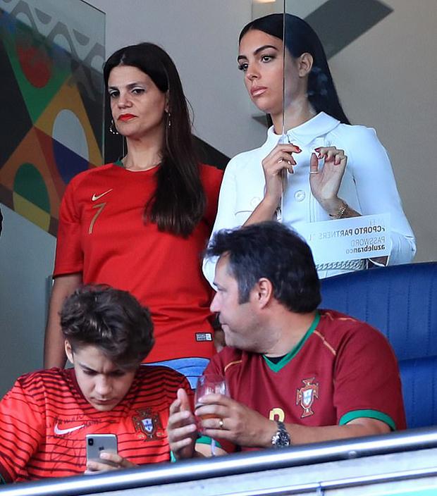 Có lúc người đẹp mang hai dòng máu Argentina và Tây Ban Nha tỏ ra lo lắng