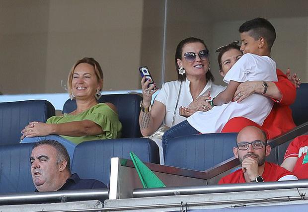 Trong giải đấu giao hữu giữa các quốc gia châu Âu lần đầu tiên được tổ chức, Bồ Đào Nha đăng quang ngay trên sân nhà sau trận thắng 1-0 trước Hà Lan.