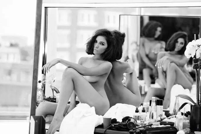 Olivia táo bạo khỏa thân khi chụp hình. Sau khi hết nhiệm kỳ Miss Universe 2012, người đẹp Mỹ theo đuổi phong cách nữ tính, phóng khoáng và sexy.