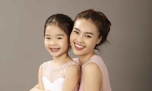Con gái Xuân Lan lộ răng sún