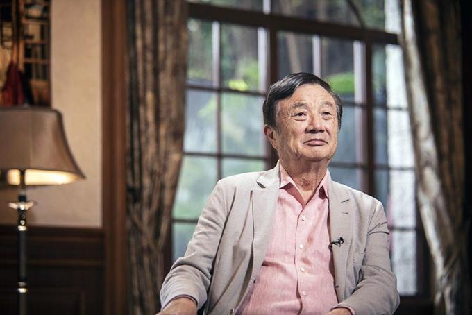 Khi công ty rơi vào khủng hoảng, ông Ren Zhengfei, CEO Huawei xuất hiện trước truyền thôngsau nhiều năm ở ẩn. Ảnh: Bloomberg.
