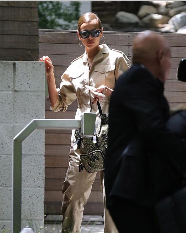 Irina được trông thấy rời nhà Bradley Cooper vào sáng 6/6 - ngay khi thông tin chia tay được đăng rầm rộ trên các báo.