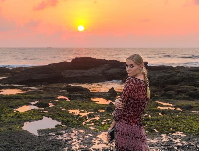 Cô gái nghiện du lịch thích khỏa thân trước cảnh thiên nhiên đẹp