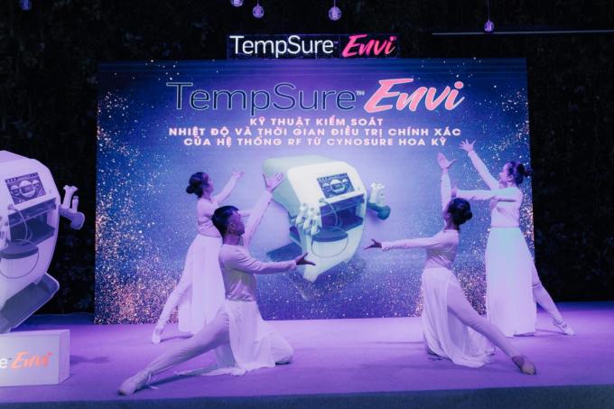 TempSure Envi cung cấp phương pháp trị liệu nhẹ nhàng,duy trì làn da căng và trẻ trung hơn mà không cần xâm lấn và mất thời gian nghĩ dưỡng phục hồi. Tiến trình có thể áp dụng trên tất cả loại da và bất kể thời điểm nào trong năm.