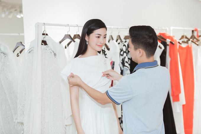 Mai Thanh Hà thường xuyên góp mặt trong các show diễn thời trang của các nhà mốt nổi tiếng trong nước. Ngày 16/6 tại TP HCM, cô cũng là một trong những khách VIP cả nhà thiết kế Adrian Anh Tuấn.