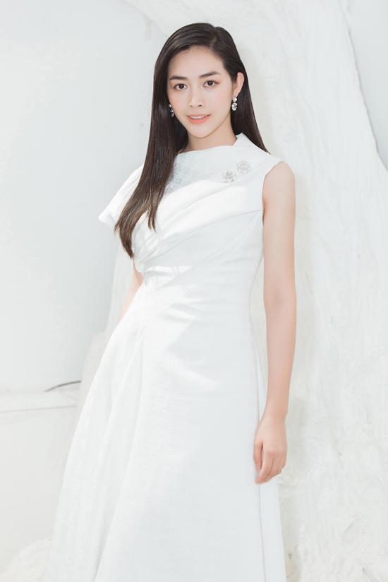 Để giúp mình có được hình ảnh chỉn chu khi xuất hiện trên thảm đỏ, Mai Thanh Hà đã đến showroom của nhà thiết kế để chọn lựa trang phục.