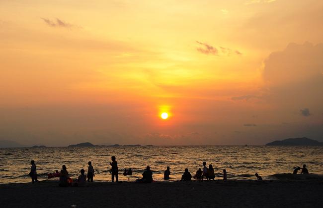 Nghỉ cuối tuần ở bãi biển cát nâu Mũi Nai - Hà Tiên