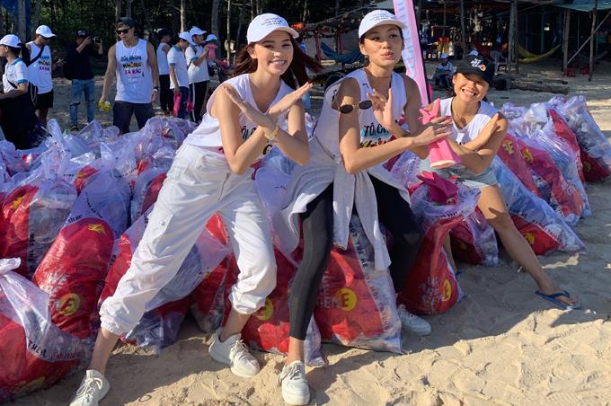 Người đẹp 22 tuổi tiết lộ, cô đã chọn di chuyển bằng phương tiện công cộng là xe buýt từ Sài Gòn về Bình Thuận, thay vì đi xe hơi riêng. Jolie mất 3 tiếng đồng hồ mới tới nơi.