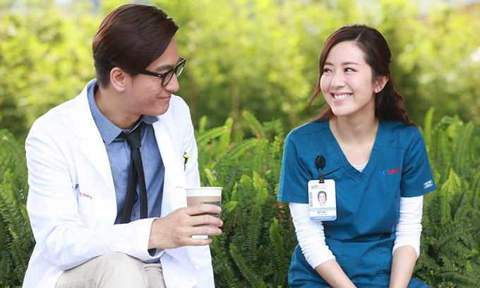 Đường Thi Vịnh (phải) và Mã Quốc Minh vào vai vợ chồng cùng là bác sĩ trong phim.