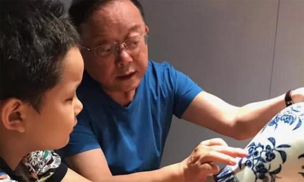 Hòa Thân Vương Cương và con trai 11 tuổi Đinh Đinh.