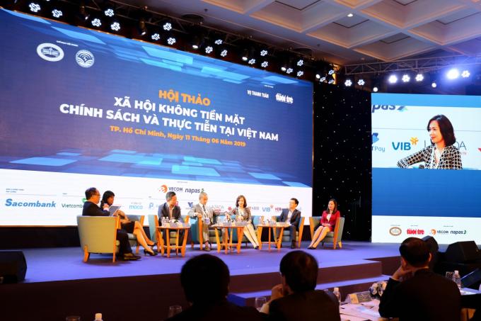 Đại diện VIB tham dự hội thảo Xã hội không tiền mặt - Chính sách và thực tiễn tại Việt Nam.