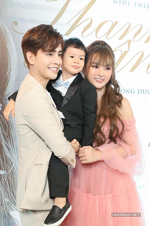 Thu Thủy cho biết, cô rất hạnh phúc khi con trai gọi Kin Nguyễn là bố.