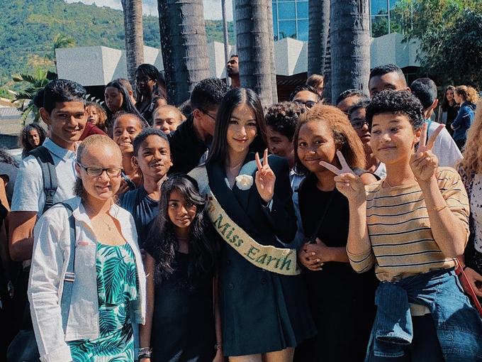 Phương Khánh hiện tục hoạt động tích cực với cương vị Miss Earth. Cuối tháng 6, cô sẽ lên đường sang Mỹ tham gia một số hoạt động tiếp theo.