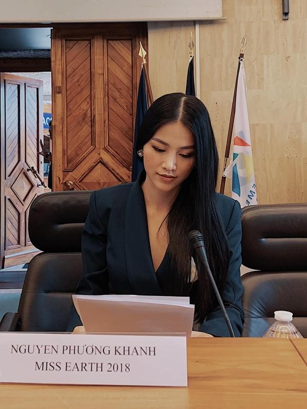 Trước khi sang Singpore, Phương Khánh có chuyến công tác ngắn ngày