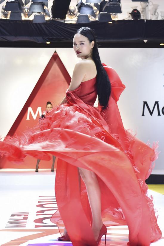 Người mẫu Tuyết Lan.