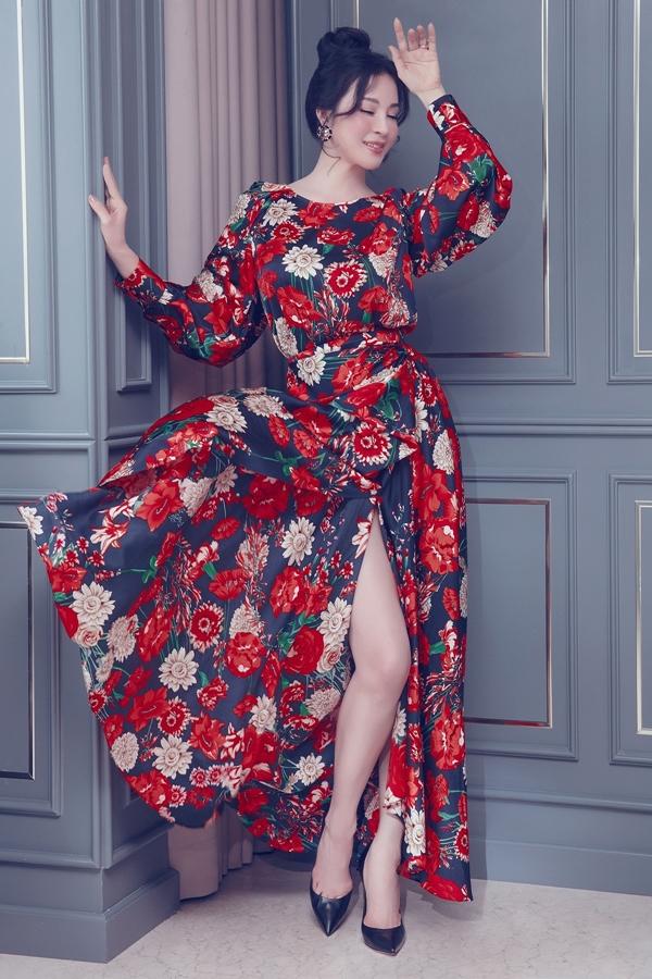 Thanh Mai cho biết cô ưu tiên kiểu dáng bay bổng, chất liệu thoáng mát của trang phục cho ngày hè.