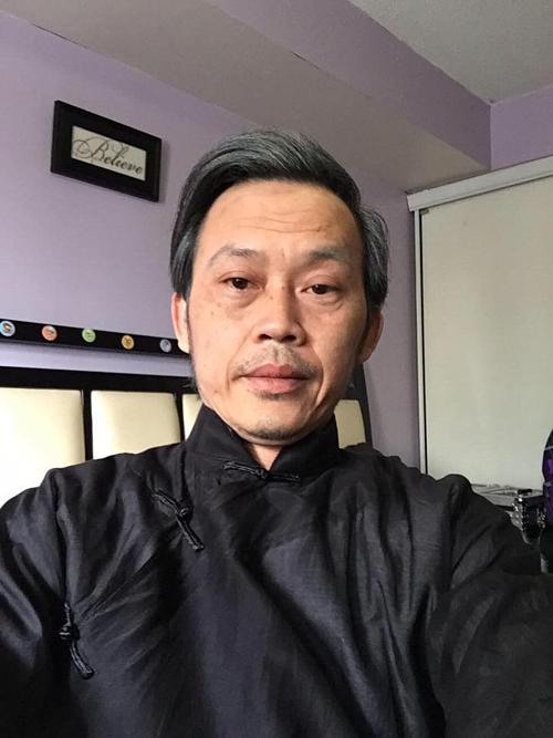 Hoài Linh tâm sự, năm nay anhtrên 50 tuổi và tóc cũng đã bạc nhiều.