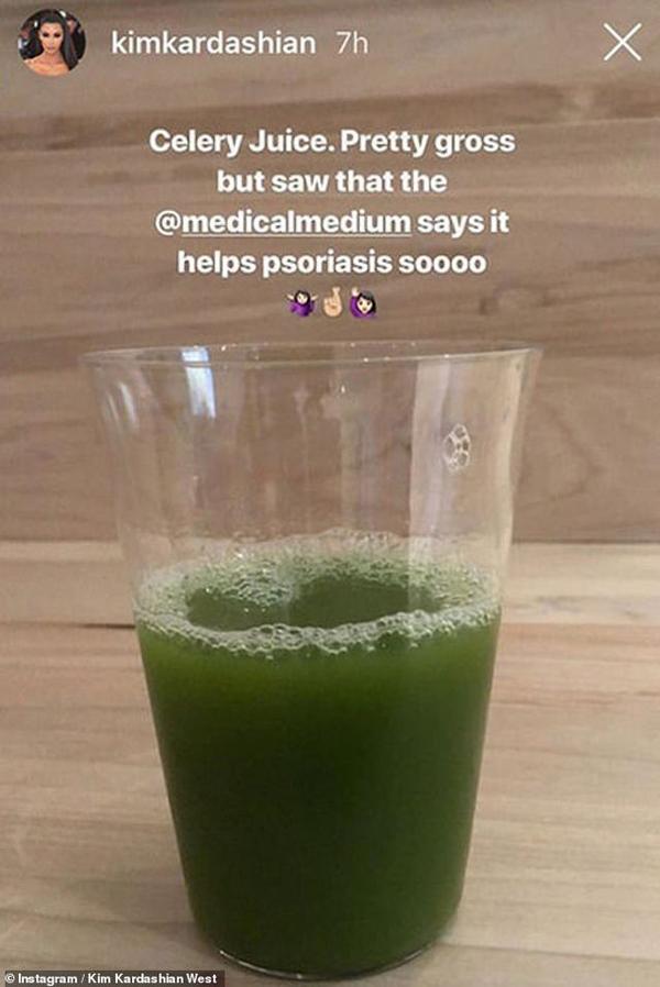 Kim đăng cốc nước ép cần tây cô uống 2 lần mỗi ngày để detox cơ thể.