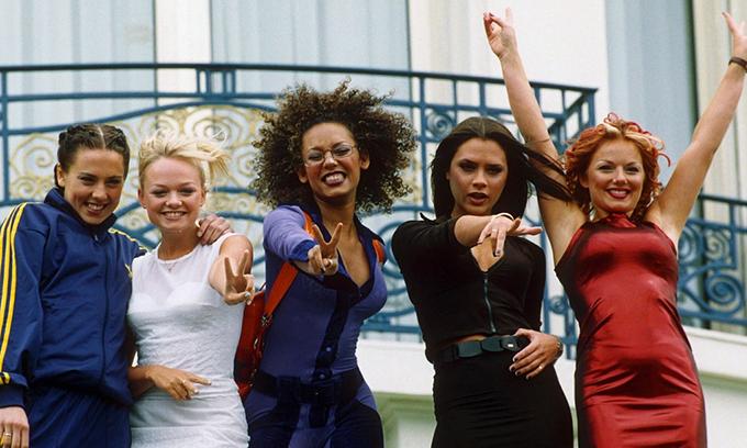 Năm thành viên của Spice Girls (từ trái qua): Mel C, Emma, Mel B, Victoria và Geri.