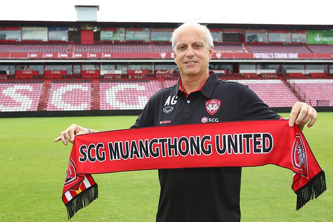 HLV Alexandre Gama ra mắt Muangthong United. Ảnh: MTU.