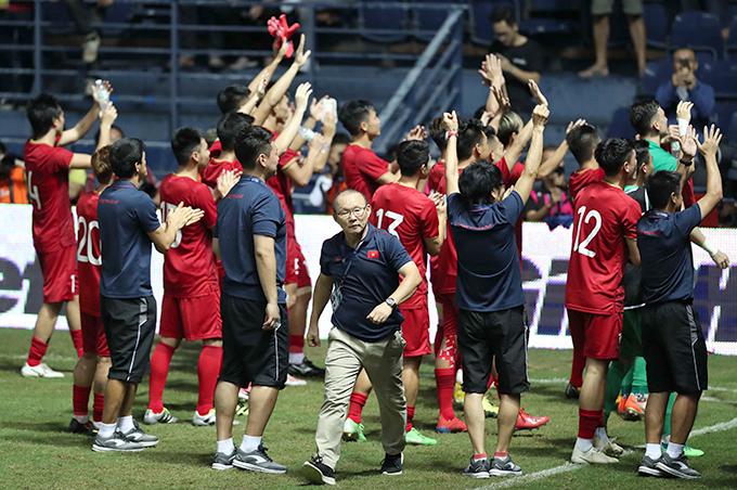 HLV Park Hang-seo và tuyển Việt Nam vừa giành ngôi Á quân Kings Cup 2019 tại Thái Lan. Ảnh: Đức Đồng.