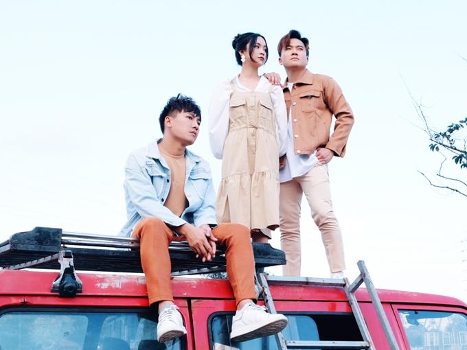 Nội dung MV là câu chuyện tình tay ba khi trớ trêu Châu Khải Phong và Khang Việt cùng yêu một cô gái. Cả haiđều tổn thương, thất vọngkhi phát hiệnbị người mình yêulừa dối.
