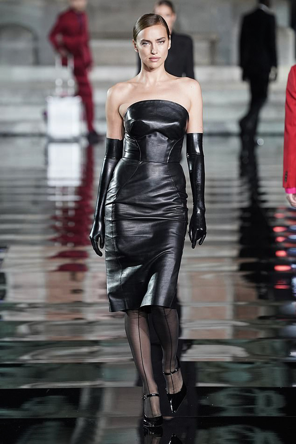 Một tuần sau khi thông tin Irina Shayk và Bradley Cooper chia tay được xác nhận trên báo chí, nàng mẫu người Nga lần đầu tái xuất trên sàn catwalk của show thời trang LuisaViaRoma, diễn ra ở Florence, Italy tối 13/6.