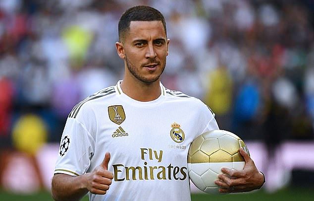 Hazard khoác áo của Real Madrid. Ảnh: AFP.
