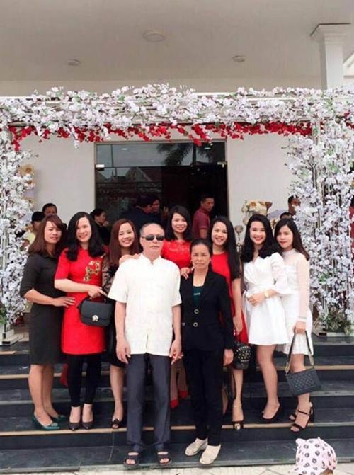 Gia đình 7 chị em gái của Võ Lượng.