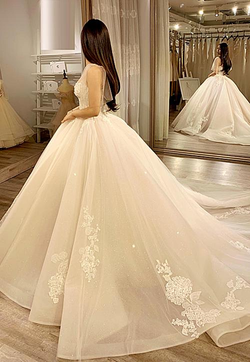 Thiết kế độc quyền này dành cho những chiếc váy cưới phiên bản giới hạn của Phương Linh.