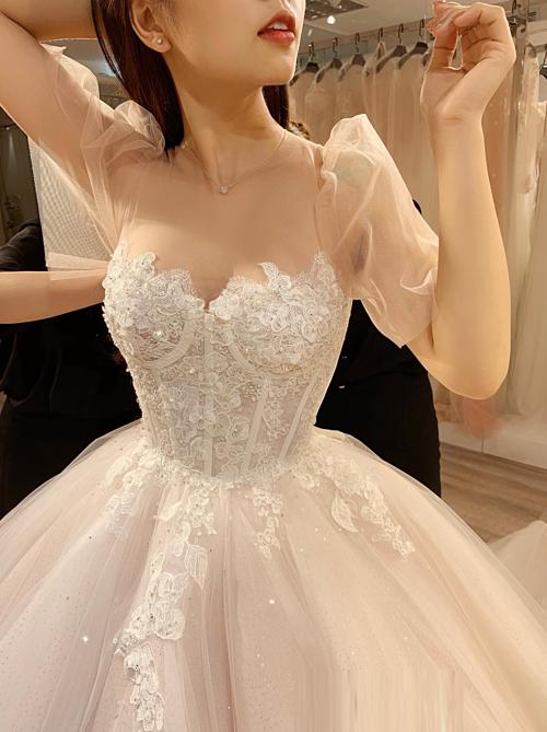 Bà tiên váy cưới Phương Linh cho biết sắp tới chị sẽ ứng dụng thành tựu này cho tất cả những thiết kếcủa mình như một cách để khẳng định đẳng cấp, thương hiệu riêng.