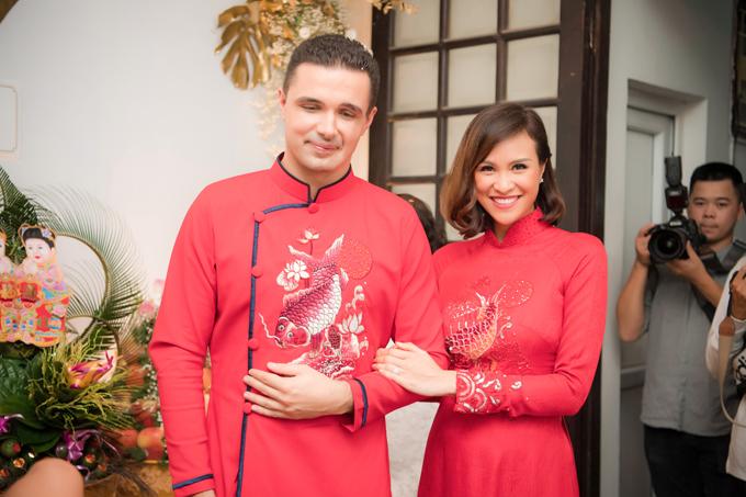 Sáng ngày 13/6, Phương Mai và Marcin Miller đã tổ chức lễ ăn hỏi tại tư gia cô dâu ở Hà Nội. Mẫu áo dài đỏ được thiết kế độc quyền cho Phương Mai và chú rể Marcin Miller đều là tâm huyết của Dũng Nguyễn - chuyên gia trang điểm, người bạn thân thiết của Phương Mai.