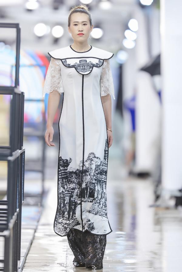 Các người mẫu đều cảm thấy thích thú khi lần đầu mặc áo dài Việt Nam.