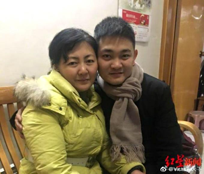 Liu hiện đã đoàn tụ với mẹ đẻ là bà Zhu Xiaojuan. Ảnh: Youtube.