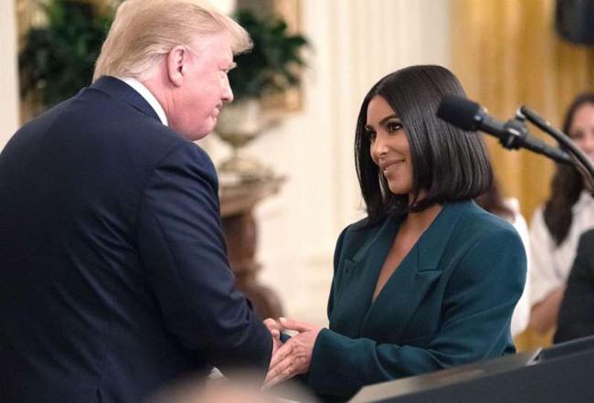 Tổng thống Trump ngợi ca những hành động của Kim trong việc thay đổi chế độ nhà tù ở Mỹ.