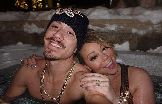 Mariah tắm bồn với vũ công Bryan trong khi vẫn đang đeo nhẫn đính hôn của tỷ phú sòng bài.