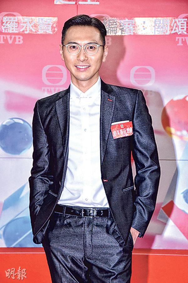 Với phim mới lần này, Huỳnh Tử Hằng thể hiện vai diễn người đàn ông chính trực. Cuối năm ngoái, anh vướng vào scandal làm fan nữ có bầu và bỏ mặc. Sau chuyện này, anh tuyên bố giữ khoảng cách với các fan khác giới.