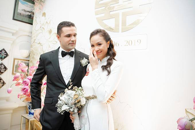 Sáng ngày 15/6, Phương Mai và chú rể người Ba Lan Marcin Miller đã tổ chức lễ vu quy tại tư gia cô dâu ở Hà Nội. Trong lúc cử hành các nghi lễ, cô dâu không nén nổi những giọt nước mắt khi theo chàng về dinh.