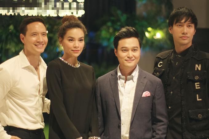 Trong event tối qua, Kim Lý và Hà Hồ có dịp hội ngộ với Quang Vinh và nhà thiết kế Lý Quí Khánh. Cả bốn nghệ sĩ đều là khách mời của chương trình.