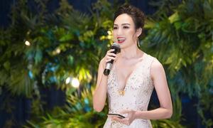 Ngọc Diễm mặc váy xẻ ngực sâu làm MC ở Hà Nội