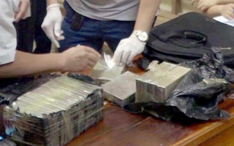 Số heroin bị cảnh sát thu giữ. Ảnh: Thanh Tuấn